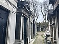 Une allée du cimetière de Passy.jpg