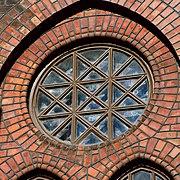 Uranienborg kirke 2011 window close.jpg