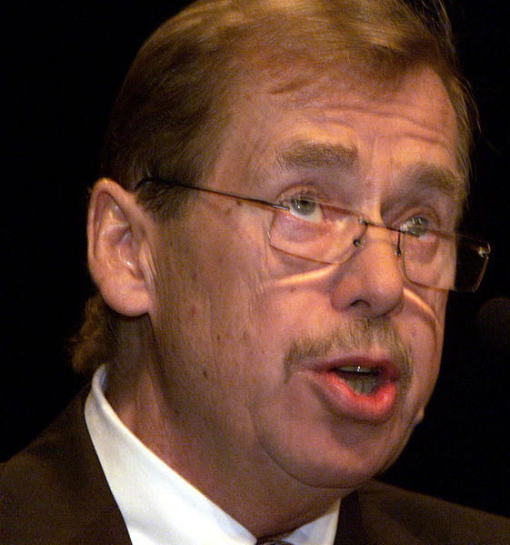 Ex-Czech President Havel wins Kafka literary prize