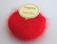 Angora Yarn : Angora wool, showing the halo effect