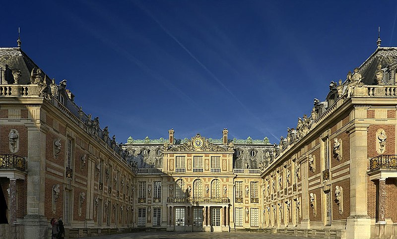 http://upload.wikimedia.org/wikipedia/commons/thumb/a/a7/Versailles_Palace.jpg/800px-Versailles_Palace.jpg