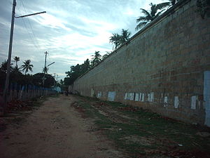 Jambukeswarar Temple, Thiruvanaikaval - The stone Vibudi Prakara (Compound Wall), which extends for over one mile, is two feet thick and over 25 feet in height.