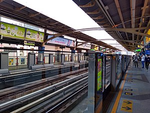 Victory Monument BTS Station 1.jpg