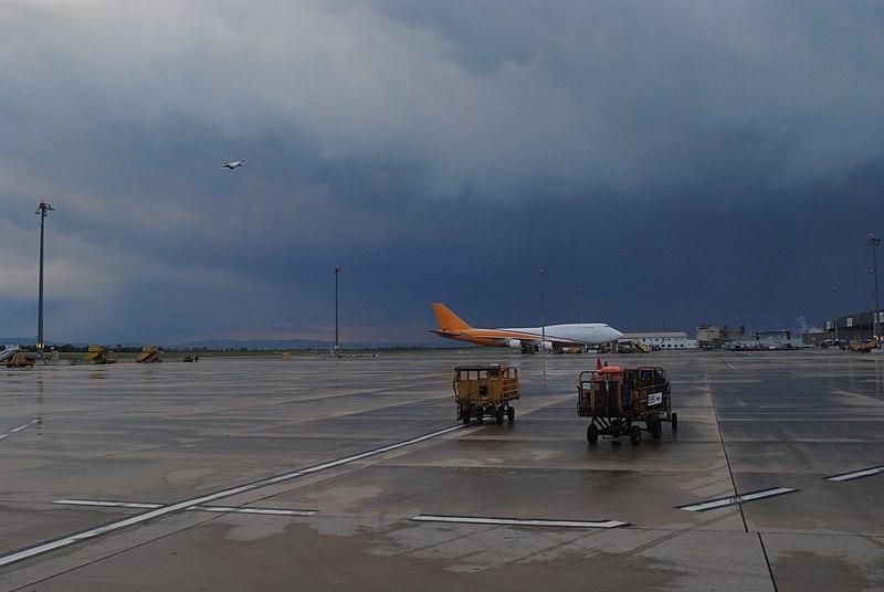 File:Vienna International Airport - 2018-05-08 - Andy Mabbett - 19.jpg