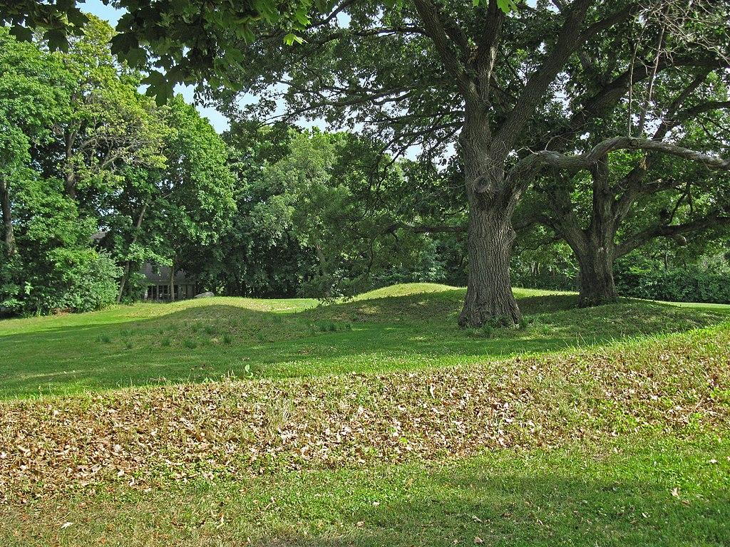 Spring In Vilas Park >> File Vilas Park Mound Group Jpg Wikimedia Commons