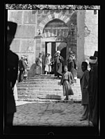 Visit of H.R.H. Princess Mary and the Earl of Harwood. March 1934. Princess Mary at the Machpelah Mosque, Hebron. Escorted by the sheiks of the Mosque, March 12 LOC matpc.15794.jpg