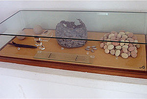 Third Punic War - Arrowheads, remains of a dagger and stones for slingshots exhibited at the National Museum of Carthage