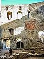 Vue intérieure de la muraille ouest du château de Spesbourg.jpg