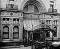 Waldorf Astoria main entrance circa 1903.jpg