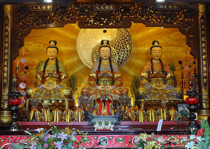 Waterside Dame and attendants at the Temple in Harmony with Heaven in Luodong, Yilan, Taiwan.jpg