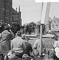 West Friese Folkloredag in Schagen, op het Kerkplein werd gedanst, Bestanddeelnr 916-6112.jpg