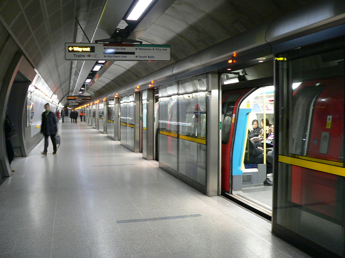 Westbound Jubilee Line Platform At Waterloo Night Eye For Edge Extension