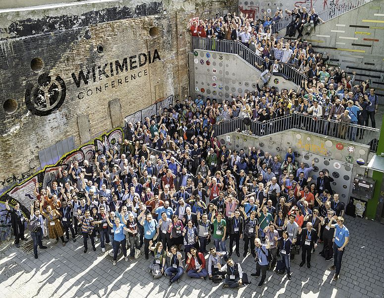 File:Wikimedia Conference 2017 – Group photo 2 (big) with WMCON logo.jpg