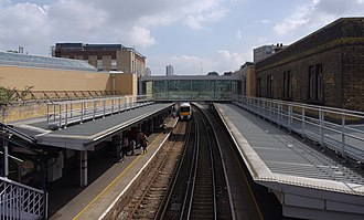 Woolwich Arsenal station - Image: Woolwich Arsenal station MMB 04 376024