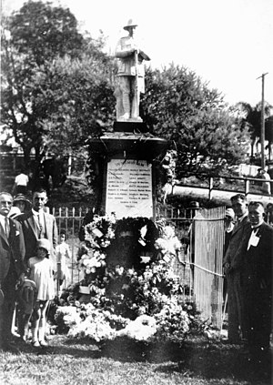 Anzac Day in Queensland - Wreath laying ceremony on Anzac Day at the Manly War Memorial, Brisbane, 1922