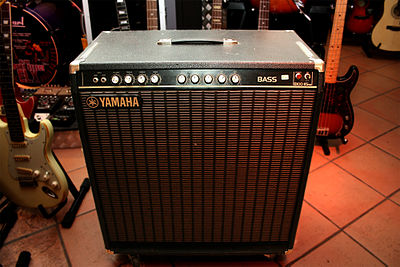 "A Yamaha B100-115 combo amp, which contains a 100 watt amplifier and one 15"" speaker in a wooden cabinet. Yamaha B100-115 SE.jpg"