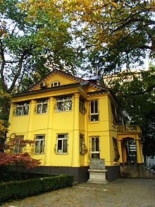 Zhongshan Building in Nanjing University Gulou Campus 02 2012-11.JPG