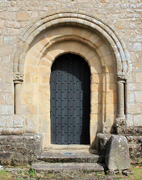 Église Notre-Dame-de-Joie de Merlevenez, France. porte secondaire donnant sur la nef par le sud.