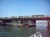 Dosya:İstanbul - Atatürk Köprüsünün altından geçiş - Şubat 2013.ogv