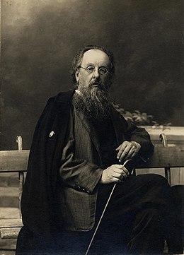 Фото К.Э. Циолковского, который считал, что возможно общение с усопшими.