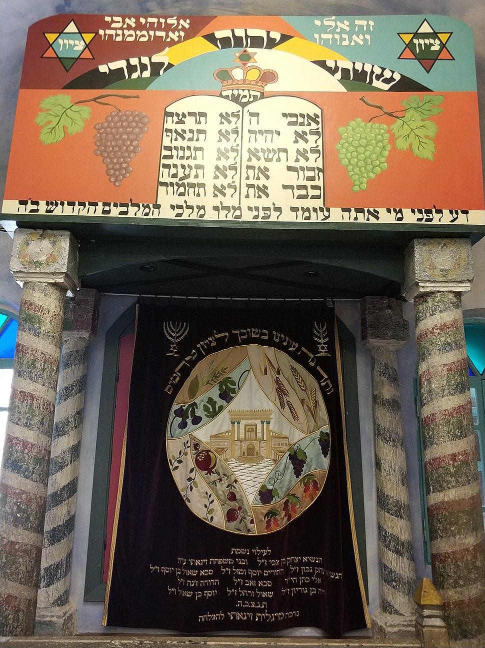 ארון הקודש בבית הכנסת העתיק בפקיעין