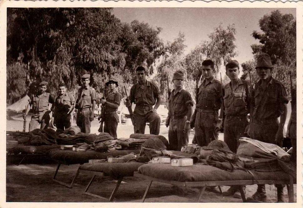 מסדר נוסף עם מיטות, טירונות במחנה 80, קיץ 1964