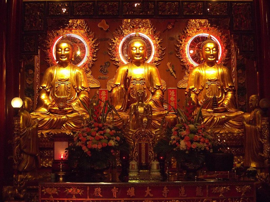 Bouddha dans le temple de Wat Mangkon Kamalawat à Bangkok. Photo de กสิณธร ราชโอรส.