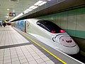 台灣高鐵-卡通造型列車停靠於桃園站南下月台.JPG