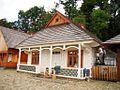 09267 Der große Marktplatz im Mittelpunkte das Freilichtmuseum von Sanok, 2011.jpg