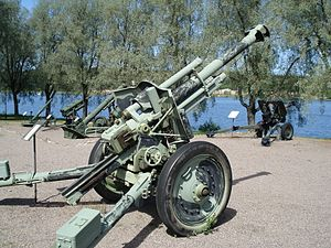 105mm howitzer model18 40 Hameenlinna 1.jpg