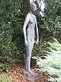 1170 Andergasse 10-12 - Ernest Bevin-Hof Stg 8 - Plastik Stehendes Mädchen von Franz Fischer 1958 IMG 4761.jpg
