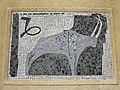 1210 Jedleseerstraße 79-95 Stg. 28 - Mosaik-Hauszeichen Steinbock von Elisabeth Eisler 1955 IMG 0632.jpg