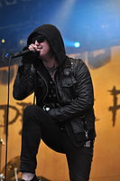 13-06-09 RaR Escape the Fate Craig Mabbitt 05.jpg