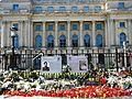 13. Bucuresti, Romania. Flori si candele in memoriam Reginei Ana. Portretele Majestatii Sale Regele Mihai I si a sotiei sale Regina Ana. In fundal Palatul Regal.jpg