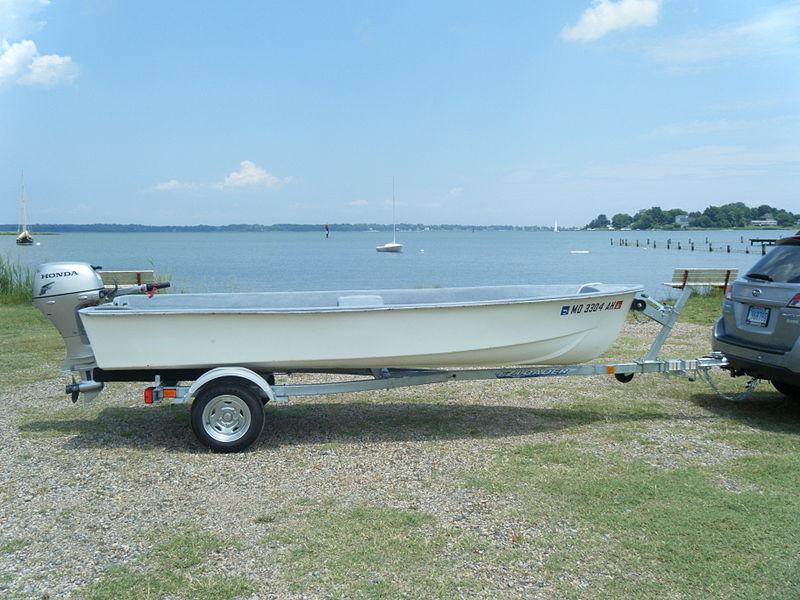 File:1982 Wenzel 1400 Skiff, 20hp Honda, Selby Bay, Md..jpg