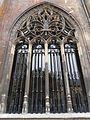 2016-Maastricht, St-Servaasbasiliek, Pandhof, westelijke kloostergang, raam 4.jpg