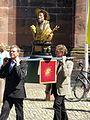 2017-06-15, Fronleichnamsprozession auf dem Freiburger Münsterplatz, Reliquienbüste des Augustus, Patron der Rebleute.jpg