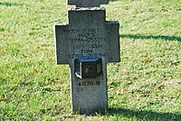 2017-09-28 GuentherZ Wien11 Zentralfriedhof Gruppe97 Soldatenfriedhof Wien (Zweiter Weltkrieg) (005).jpg