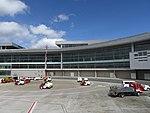 2018 Aeropuerto El Dorado de Bogotá - Carros transportadores.jpg