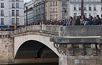20190415 11 La foule Pont de la Tournelle Wiki.jpg