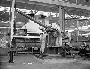 Cannon 102/45 - The Cannon 102/45 was a licensed copy of the QF 4 inch Mk V naval gun shown here.