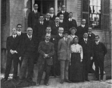 Twenty scientists, mostly men, standing for a group photograph in 1916.