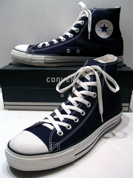 Файл:A classic Black pair of Converse All Stars resting on the Black & White Ed. Shoebox (1998-2002).JPG