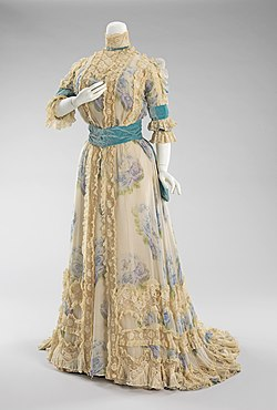8cf17c34a5fd Dress - Wikipedia