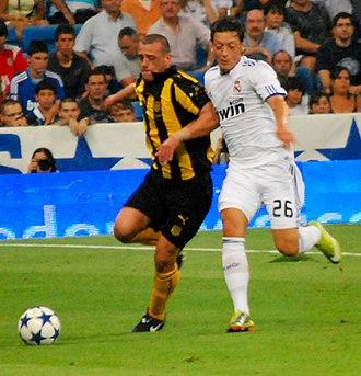 Matías Aguirregaray - Image: Aguirregaray vs Ozil (cropped)