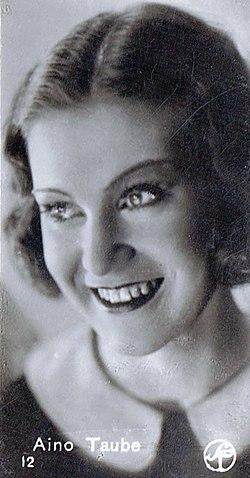 Aino Taube på et samlerbillede fra 1930'erne, da hun var en af svensk films mest flittigt hyrede skuespillere.