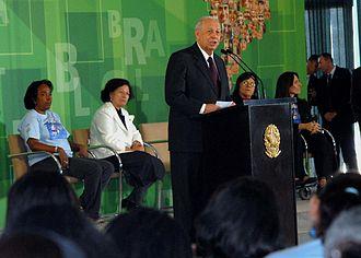 José Alencar - Alencar giving a speech on women's rights at the Palácio do Planalto