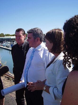Andrew McNamara - Andrew McNamara (centre), Hervey Bay Deputy Mayor Mick Kruger (left) and Queensland Deputy Premier Anna Bligh (right) at the Urangan Boat Harbour in May 2007