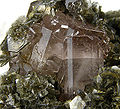 Apatite-(CaF)-Muscovite-270332.jpg
