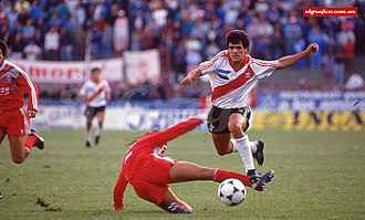 Ariel Ortega - El Burrito in a match vs Huracán, Torneo Clausura 92.
